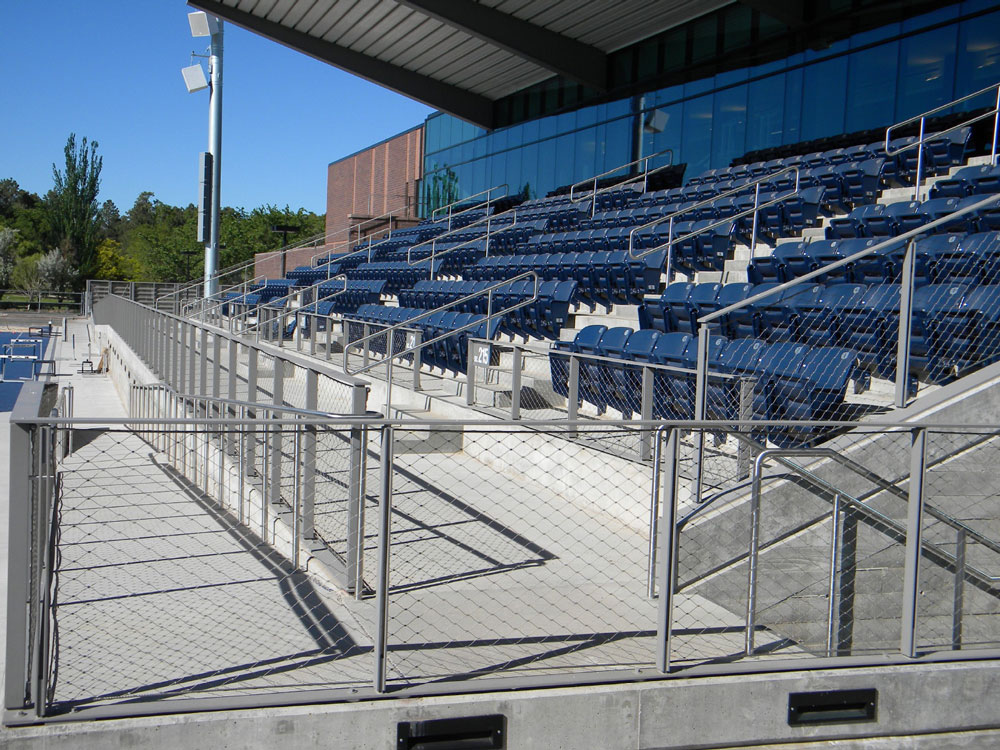 NAU - stainless steel flexible mesh in painted steel railing.