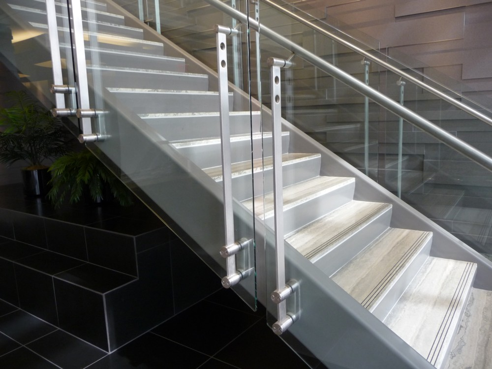 Elmalon - glass with stainless steel post and handrail.